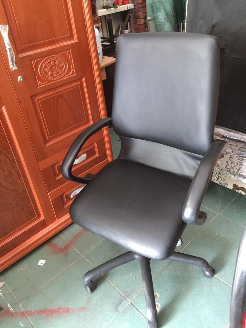 Thanh lý ghế xoay cũ giá rẻ mới 99%