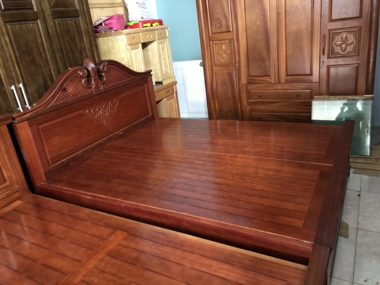 Thanh lý giường gỗ câm xe 1m6