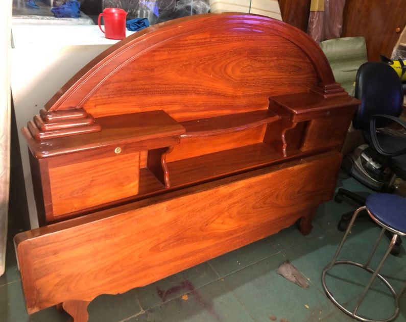 Thanh lý giường gỗ nhóm 1 mới 95%